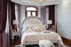 法国女孩卧室 免版税库存照片