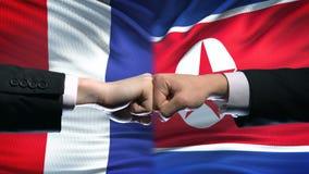 法国对北朝鲜冲突国际关系,在旗子背景的拳头 股票视频
