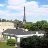 法国小说家房子和艾菲尔铁塔,巴黎 免版税图库摄影