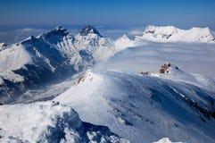 法国山岩石多雪 免版税库存照片
