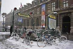 法国巴黎雪风暴冬天 免版税库存照片
