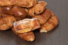 法国开胃的新月形面包 免版税库存照片