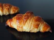 法国新月形面包 免版税库存照片