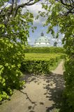 法国样式的花园和圆形建筑的大厦在Kromeriz,捷克共和国,欧洲 免版税库存照片
