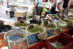 法国橄榄色的市场摊位 库存图片