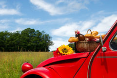 法国汽车用面包和酒 图库摄影