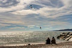 法国海滨的圣徒raphael的,法国风筝冲浪者 免版税库存图片