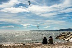 法国海滨的圣徒raphael的,法国风筝冲浪者 图库摄影