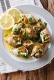 法国海鲜:煮熟的峨螺用黄油,大蒜调味汁和 免版税图库摄影