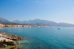 法国海滨海岸的蓝色海在夏天 库存图片