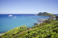 法国海滨海滩,在向圣特罗佩附近 免版税库存照片