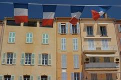 法国海滨,圣特罗佩典型的房子  免版税库存图片