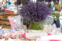 法国淡紫色市场摊位 库存照片