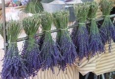 法国淡紫色市场摊位 库存图片