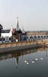 法国湖边教会 免版税库存图片