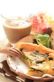 法国烹调图象的烟肉和菠菜乳蛋饼 免版税库存图片