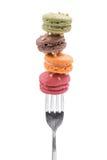 法国甜纤巧,在叉子的蛋白杏仁饼干品种 免版税库存图片