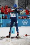 法国的奥林匹克冠军马丁Fourcade在两项竞赛人` s 15km许多开始竞争在2018个冬季奥运会 库存照片