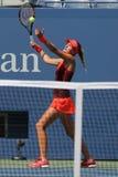 法国的职业网球球员克里斯季娜Mladenovic行动的在她的美国公开赛2015比赛期间 库存照片