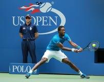 法国的职业网球球员Gael Monfis行动的在他的美国公开赛2016年四分之一决赛比赛期间 图库摄影