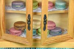法国蛋白杏仁饼干在餐具室 库存图片