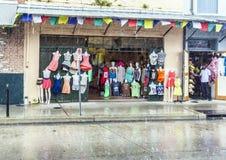 法国街区的商店在新奥尔良 库存图片
