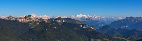 法国阿尔卑斯和勃朗峰全景 图库摄影