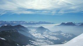 法国阿尔卑斯看法有雪的在冬天 库存图片