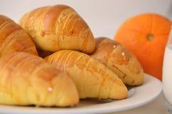 法国面包新月形面包特点 免版税库存照片