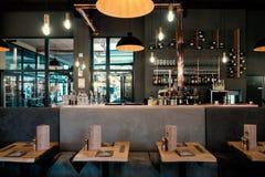 法国餐馆内部  免版税库存图片