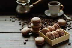 法国饼干macarons用咖啡 库存照片