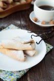 法国香草小圆面包用糖粉 免版税库存图片