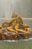 法国,一个喷泉在凡尔赛宫公园 库存图片