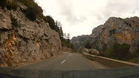 法国,维登峡谷 当驾驶汽车视图通过挡风玻璃时 股票视频