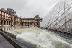 巴黎法国, 2014年11月:假日在法国-在冬天圣诞节期间的天窗 免版税库存照片