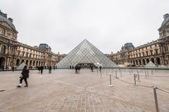 巴黎法国, 2014年11月:假日在法国-在冬天圣诞节期间的天窗 库存图片