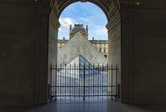 法国,巴黎, 2017年8月5日:罗浮宫,内部空间 免版税库存图片