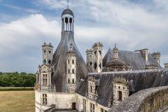 法国 从上部大阳台的看法在屋顶和装饰的烟囱Chambord, 1519 - 1547年 联合国科教文组织世界遗产名录名单 免版税库存图片