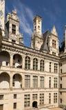 法国 俯视Chambord, 1519 - 1547年城堡的庭院的土牢门面  联合国科教文组织名单 免版税图库摄影