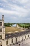 法国 从大别墅在城堡公园附近的de Chambord的看法在渠道和 免版税库存照片