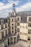 法国 庭院、大阳台和螺旋形楼梯的看法在Chambord, 1519 - 1547年城堡  免版税图库摄影
