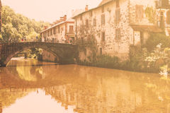法国2015年7月10日圣徒吉恩Pied de从尼夫河河看见的Port 库存图片