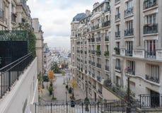 巴黎法国- 2012年11月22日:与地方大厦的巴黎都市风景 图库摄影