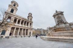 巴黎法国- 2012年11月24日:宫殿和纪念碑和豪华巨型喷泉在巴黎 法国 背景圣诞节关闭红色时间 免版税库存照片