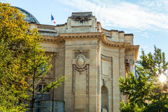 巴黎-法国- 2015年8月30日:著名盛大Palais大宫殿在巴黎 库存照片