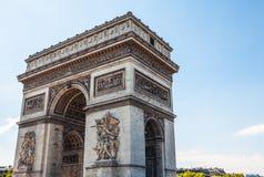 巴黎-法国- 2015年8月30日:Famous Arc de Triumph,夏令时 库存图片