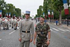 巴黎 法国 2012年7月14日 一个小组在游行前的军团在香榭丽舍大街在巴黎 免版税库存图片