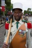 巴黎 法国 2012年7月14日 在游行前的先驱在香榭丽舍大街在巴黎 库存照片