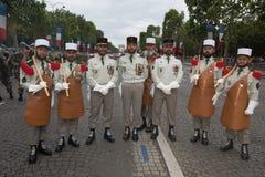 巴黎 法国 2012年7月14日 在游行前的先驱在香榭丽舍大街在巴黎 免版税库存照片