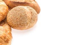 法国黄油新月形面包面包和面包店 库存图片